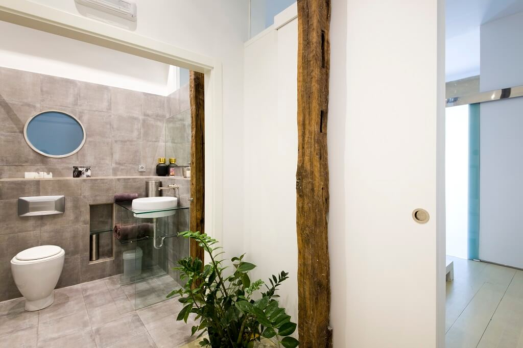 San Sebastian Old Town Luxury Holidays Rental Apartment Iouodern Bathroom
