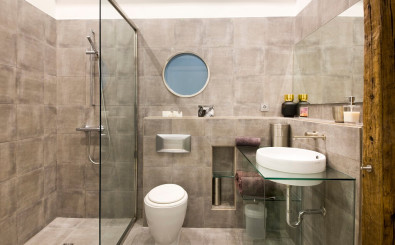 San Sebastian old town luxury & romantic holidays rental apartment: large bathroom
