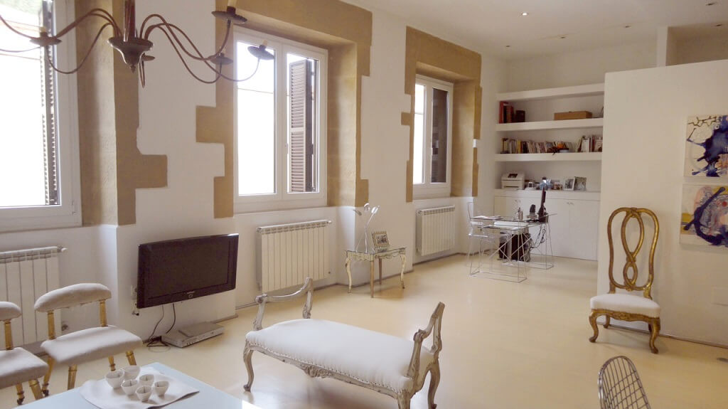 San Sebastian old town luxury & romantic holidays rental apartment: large living room