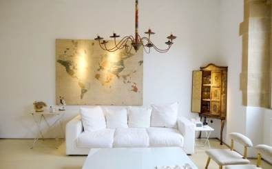 San Sebastian old town luxury & romantic holidays rental apartment: spacious living room