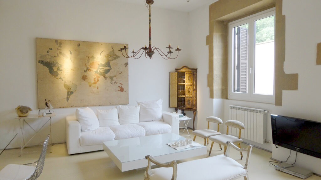 San Sebastian old town luxury & romantic holidays rental apartment: stylish living room