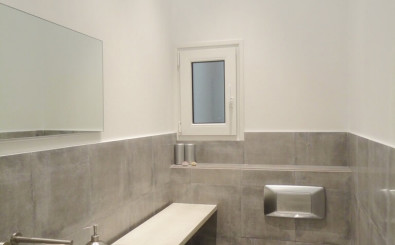 San Sebastian old town luxury & romantic holidays rental apartment: toilet